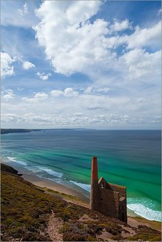 Wheal Coates tin mine near St Agnes, Cornwall British Beaches, Devon And Cornwall, Stunning View, British Isles, Cornish Tin Mines, Places To See, Countryside, Landscape Photography, Britain