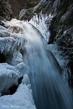 Zapata Falls, San Luis Valley, Sangre de Cristo Mountains, Colorado; photo by .Isaac Borrego