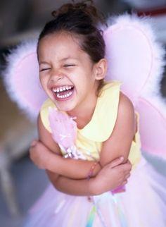«La felicidad es cuando la boca es demasiado pequeña para el tamaño de la sonrisa que tu alma quiere dar.»