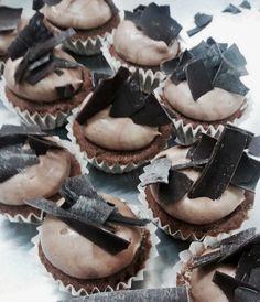 Muffins hechos a mano con chocolate Belga 70%. Personalizados para bodas, cumpleaños, bautizos, comuniones, eventos.  d'Alicia Café Estepona, Guadalmina, Sotogrande