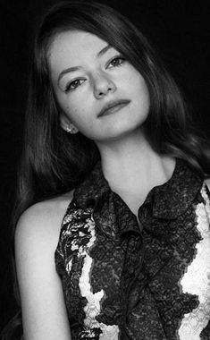 jaw-dropping wallpaper Monochrome pretty Mackenzie Foy 9501534 wallpaper Mackenzie Foy, Unique Faces, Twilight Movie, Celebrity Wallpapers, Black N White Images, Celebs, Celebrities, Woman Face, Hollywood Actresses