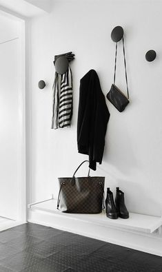 MUUTO - Set of 5 Hooks Dots black -hallway style Hallway Inspiration, Interior Inspiration, Turbulence Deco, My Ideal Home, Entry Hallway, Hallway Bench, Black Hallway, House Entrance, Entrance Hall Decor