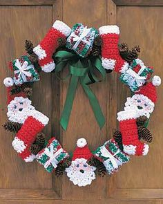 Christmas Wreath free crochet pattern - Free Santa Crochet Patterns - The Lavender Chair