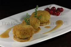 Polpettine di tracina, zucchine romane, timo e pecorino, con pera grigliata e riduzione di ribes bianco al marsala