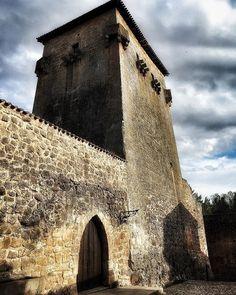 Covarrubias (Burgos) Con ganas  Sin grillos en mi ventana Despierto Con la grandilocuencia de un verso  Así Sin ti Pernocto en la guarida de morfeo