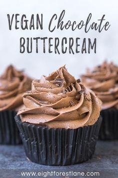This vegan chocolate buttercream frosting is easy to make and has a rich, fudgy chocolate flavour and comes together in just 15 mins! Lactose Free Cakes, Gluten Free Icing, Dairy Free Buttercream, Vegan Gluten Free Desserts, Vegan Dessert Recipes, Buttercream Frosting, Easy Desserts, Cake Icing, Healthy Desserts