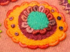 Wool Applique Patterns, Sewing Appliques, Quilt Patterns, Wool Embroidery, Embroidery Stitches, Wool Felt, Felted Wool, Wool Quilts, Penny Rugs