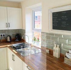 Cheap diy backsplash cheap kitchen ideas you should see 1 diy cheap bathroom backsplash . Home Decor Kitchen, Kitchen Interior, New Kitchen, Home Kitchens, Cheap Kitchen, Kitchen Ideas, Kitchen Wall Tiles, Kitchen Backsplash, Backsplash Ideas