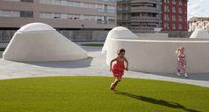 Setzkasten mit Dachlandschaft - Kindergarten in Madrid