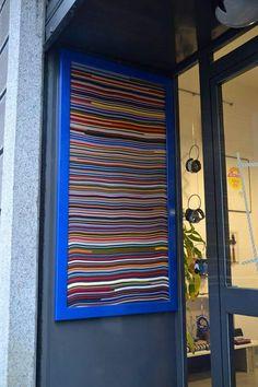 Ingresso del negozio Doppia VU a Gallarate, Italia. Realizzato con pelle di scarto.