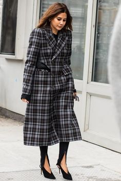 Street style: New York Fall/Winter Fashion Week Christine Centenera High Street Fashion, Street Chic, Fashion Week, New York Fashion, Fashion Show, Fashion Design, Fashion Trends, Women's Fashion, Fashion Styles