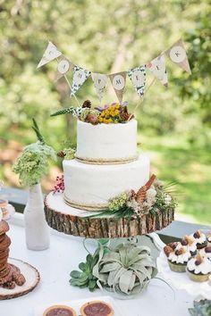 Foto 6 de 12 Banderillas para el pastel de boda realizadas en papel decorativo | HISPABODAS