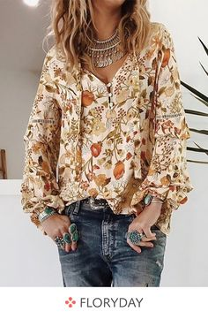 Floral cute V-neckline long sleeve blouses, sweet tops, fancy, outfits. Boho Fashion, Winter Fashion, Fashion Outfits, Womens Fashion, Fashion Trends, Fashion Blouses, Fashion Tag, Nike Fashion, Mode Outfits