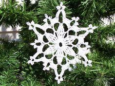 quochet  snowflake pattern   Free Easy Crochet Snowflake Pattern