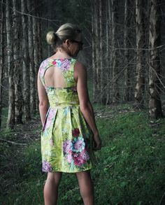The Daphne Day Dress is perfect pattern for the intermediate sewer. It has a cut out back detail with a button closure and exposed zipper back fastening.
