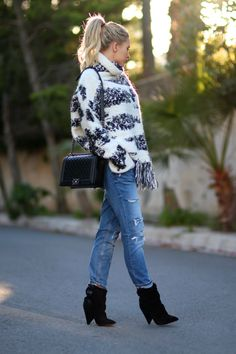 Zara Boots, Zara Jeans, Chanel Boy, Isabel Marant, Knitting, Bag, Sweaters, Inspiration, Style