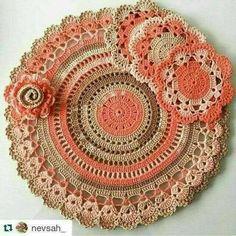 Home Decor Crochet Patterns Part 57 - Beautiful Crochet Patterns and Knitting Patterns Crochet Circles, Crochet Mandala, Crochet Motif, Diy Crochet, Crochet Crafts, Crochet Stitches, Crochet Placemats, Crochet Flower Patterns, Crochet Designs