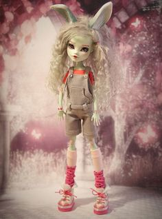 Custom Monster High Doll Frankie Bunny OOAK Repaint by Prescilla #DollswithClothingAccessories