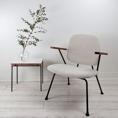 H Gispen design for Kembo, Holland Wall Of Fame, Couch, Minimalist Living, Mid Century Furniture, Armchairs, Steel Frame, Furniture Design, Dining Chairs, Sweet Home