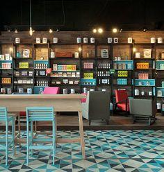 "fondo de color diferente para ""destacados"".  isla finita, tipo bar    A too sophisticated display & merchandising but well done"