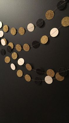 Everyone L O V E S A Great Gatsby Themed Party Right?!! This Garland is so Gorgeous and Really Versatile... Suitable for Weddings and Birthday Party Celebrations with that Gold, Black, Cream Glitter Theme <3 Great Gatsby Themed Parties, Weddings, Bridal Showers, Birthday Parties, Anniversaries & Engagement Parties.. The Picture Shown Has 10ft Of Great Gatsby Garland Sewn Together. This Glitter Garland is one-sided only and white on the opposite side. If you would like double-sided please…