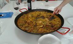 Nuestra fantástica #paella siempre tiene mucho éxito entre nuestros estudiantes de español.