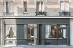 Neige d& a relatively unknown yet sophisticated restaurant in Paris serving upscale modern French food in a well designed country-chic way. Simple Interior, Nordic Interior, Interior Colors, Shiga, Paris Restaurants, Shop Interiors, Design Interiors, Urban Design, Exterior Design
