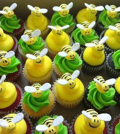Cupcakes Decorados com buttercream e pasta americana. Vários sabores de massa.