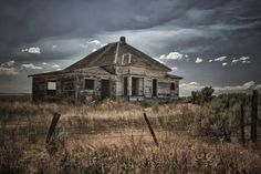 oregon backroads farmhouse - Coming back from Oregon's painted hills I saw this abandoned farm house in the middle of nowhere so I stopped for awhile to remember bygone days. Painted Hills, Fine Art Photography, Abandoned, Oregon, Farmhouse, Cabin, House Styles, Middle, Dreams
