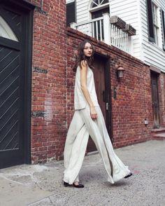Monocromático  flowy no combo de tendências escolhido pela supermodel e Fhits influencer @brunatenorio com produção minimalista em regata e pantalona total @sally_lapointe. Chic & Cool!  #FhitsTeam #FhitsTeam #FhitsTrendAlert