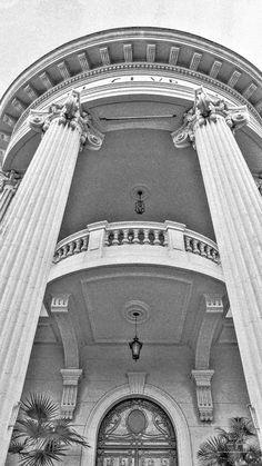 https://flic.kr/p/v6h9Vv | Columns - #columns #pillars #arquitecture #perspective #leica #leicadlux6