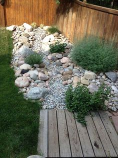 How To Create Your Own Dry Creek Beds For Your Gardens – Top Craft Ideas - Garten Landschaftsgestaltung Landscaping With Rocks, Front Yard Landscaping, Landscaping Design, Mulch Landscaping, Landscaping Software, Southern Landscaping, Florida Landscaping, Luxury Landscaping, Landscaping Company