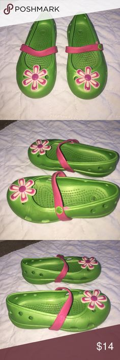 Cute Mary Jane Crocs Size 9 Green w/ pretty flower Cute Mary Jane Crocs Size 9 Green w/ pretty flower on toes. Have wear but lots of life left. Right shoe does not have croc symbol and almost all off on left shoe. Really cute and comfy! CROCS Shoes Sandals & Flip Flops