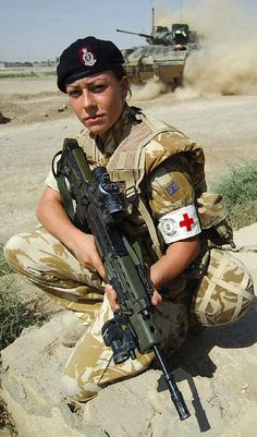 Michelle MC, bravest girl in the Army A teenage army medic has become the first woman to be awarded the Military Cross, one of the highest honours for gallantry in combat. Private Michelle Norris, braved a hail of sniper and machine-gun fire from 200 Military Cross, Military Women, Military Army, Military Female, Military Uniforms, Fortes Fortuna Adiuvat, Army Medic, Combat Medic, My Champion