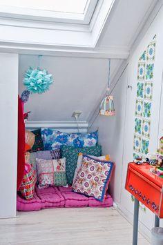 #Colorful #kids nook www.kidsdinge.com https://www.facebook.com/pages/kidsdingecom-Origineel-speelgoed-hebbedingen-voor-hippe-kids/160122710686387?sk=wall