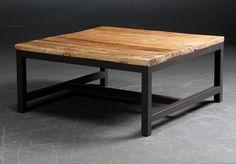 Kvadratisk sofabord på stel af bemalet metal. Bordplade af genbrugs elmetræ. Grundet træets oprindelse må der påregnes forskelligheder i træets struktur og tørrevner kan forekomme. Mål: Ca. H. 40 B. 90 D. 90 cm. Emballage mål: Ca. 95x95x15 cm Emballage vægt: Ca. 34 kg.