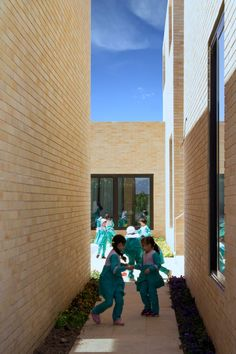 "FEA Studio arranged the school's classrooms as an ""educational neighbourhood"", with streets and alleyways connecting individual volumes. Children can play together in the alleyways between classrooms. -"