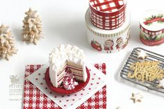 Winter Christmas Pinata Layered Cake with Hidden by PetitDlicious
