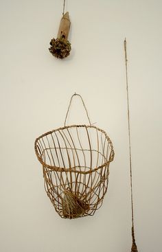 Basket donde mami guardaba los pinches de tender ropa. que recuerdos