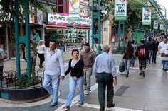 """Las ventas en comercios tuvieron record de caída http://www.ambitosur.com.ar/las-ventas-en-comercios-tuvieron-record-de-caida/ Retrocedieron en agosto 9,3% con respecto a igual mes del año anterior, con lo que la retracción en 2014, medida en cantidades, es de 7,6 por ciento.    """"Las ventas minoristas tuvieron en agosto el peor mes en 5 años"""", indicó la Confederación Argentina de la Mediana Empresa (CAME) y advirtió que"""