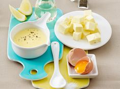 Sauce hollandaise selber machen - so geht's | LECKER Microwave Recipes, Seafood Dishes, Tasty Dishes, Sauce Recipes, Food And Drink, Snacks, Cooking, Asparagus, Vinegar