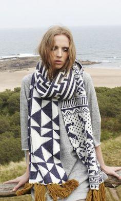 Plumo, scarf