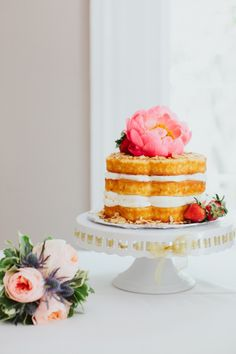 Beautiful cake: http://www.stylemepretty.com/little-black-book-blog/2015/02/10/intimate-summer-wedding-at-sunnyside-plantation/ | Photography: Our Labor of Love - http://ourblogoflove.com/