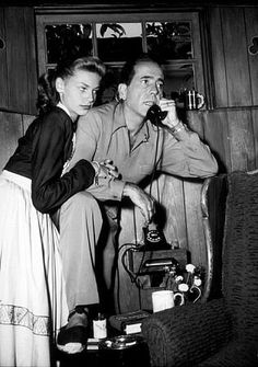 Humphrey Bogart and Lauren Bacall at home, circa Married until his death. Golden Age Of Hollywood, Hollywood Stars, Classic Hollywood, Old Hollywood, Hollywood Cinema, Hollywood Sign, Humphrey Bogart, Lauren Bacall, Divas