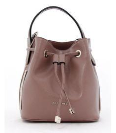 minibag Art 2861Linea pulita e design minimal per questo mini secchiello in calf, ideale per affrontare con stile gli impegni quotidiani.