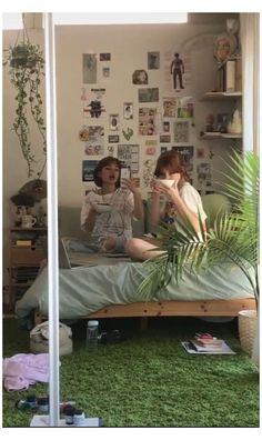 Indie Bedroom, Indie Room Decor, Cute Room Decor, Aesthetic Room Decor, Room Design Bedroom, Room Ideas Bedroom, Bedroom Inspo, Bedroom Decor, Chambre Indie