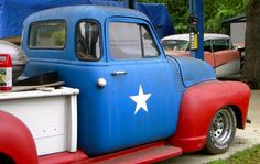 love this patriotic little truck!