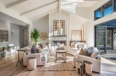 Beautiful Farmhouse Living Room Ideas! Find some of the best farmhouse themed living room decorations and designs that you can use for inspiration. We have modern farm home living rooms and more. Cute Living Room, Classy Living Room, Living Room Decor Cozy, New Living Room, Bedroom Decor, Modern Farmhouse Design, Rustic Farmhouse, Modern Bedroom, Living Room Designs