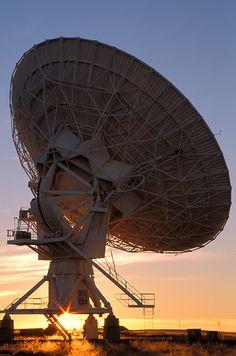 Radio telescope antenna in the Very Large Array ( VLA ) near Socorro, New Mexico