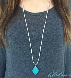 #turquoise #turquoisependant #turquoisebeads #turquoisenecklace #necklace #handmadenecklace #jewelry #handmadejewelry #whitebeads #beadednecklace #czechglassbeads #silver #howlite #howliteturquoise